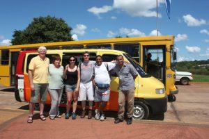 (Da direita) Robin e Sina Chistopher, Natalie e Giles Carl, Paranguá e o guia Edvaldo