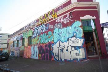 Grafite na Rua João Almeida, bairro Cidade Baixa