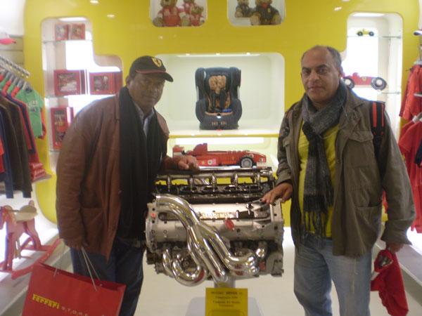 """Este blogueiro e """"Tucunaré"""" na Galeria da Ferrari, em Maranello/Modena"""