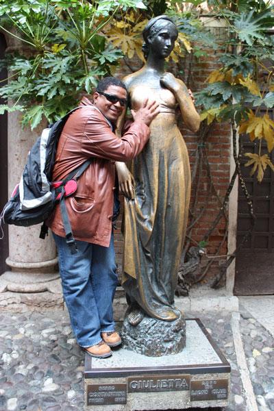 Estátua de Giulietta: fugi à regra