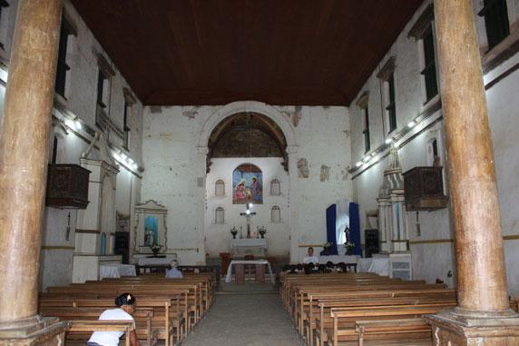 Vista parcial do interior da igreja