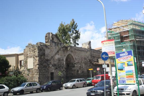 Antiga muralha em Palermo: preservação do patrimônio