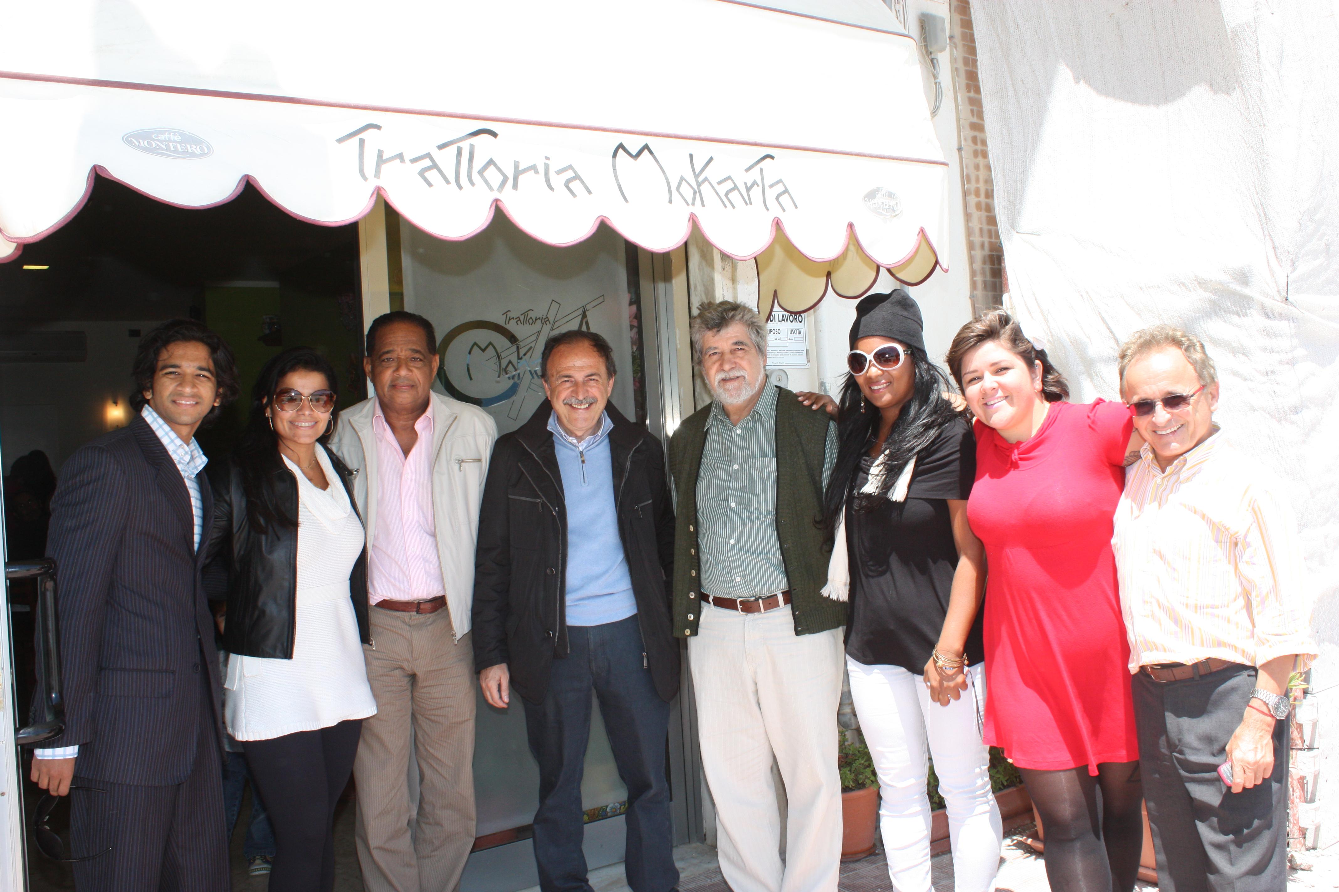 (C) Vitor Bono, prefeito de Sciacca na época, com a comitiva de Salvador
