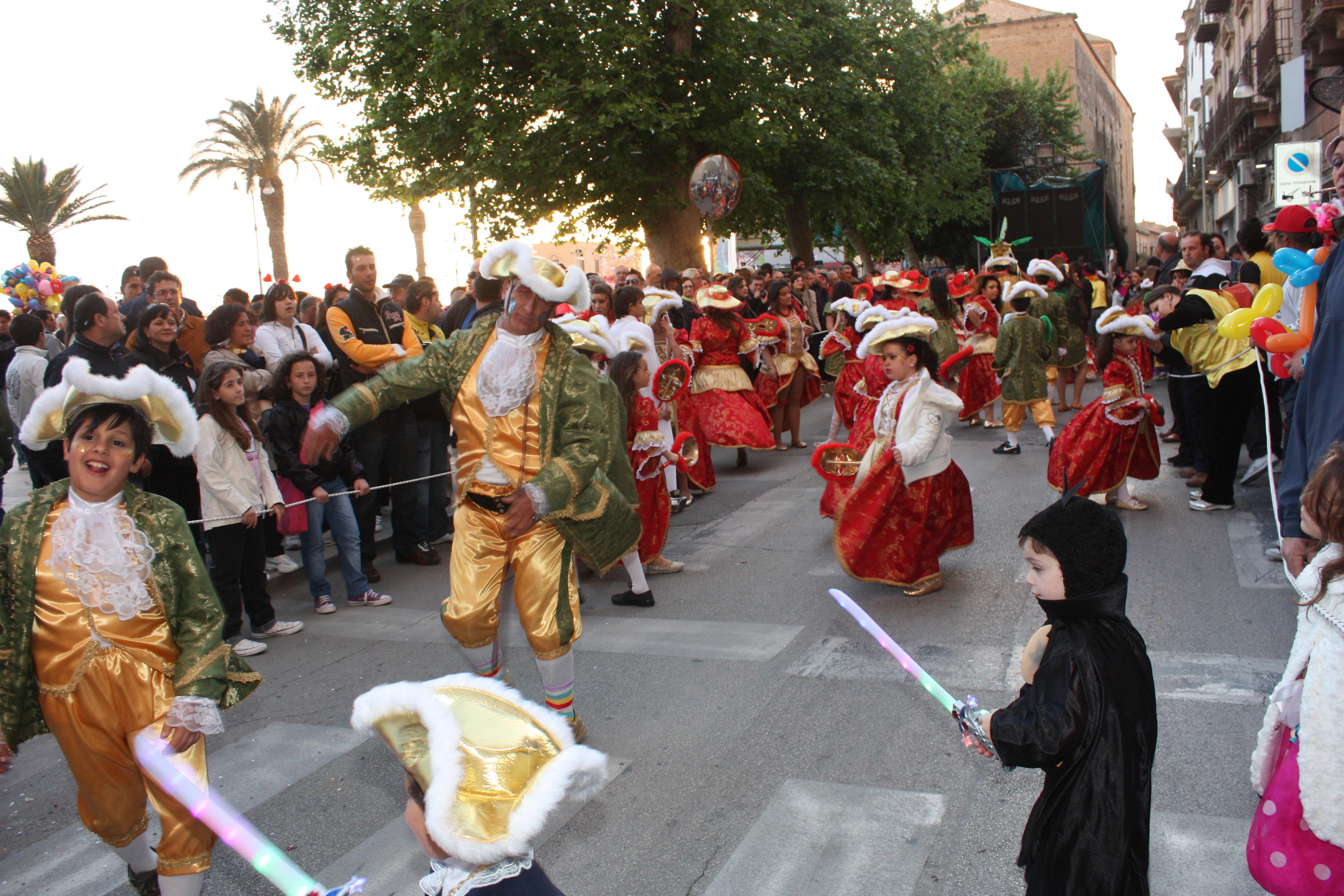 ...desfile infantil...