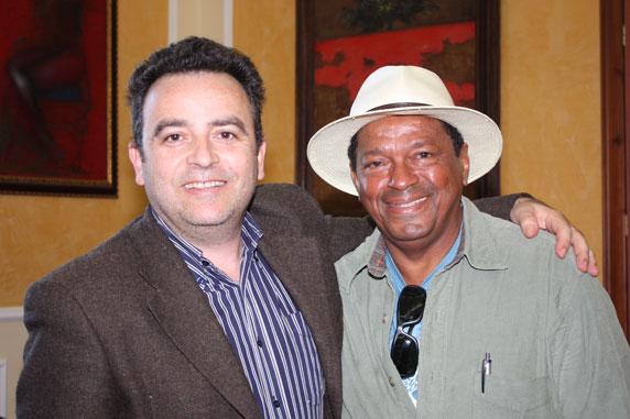 Este blogueiro e o assessor de Imprensa da Prefeitura de Sciacca, Raimondo Moncada