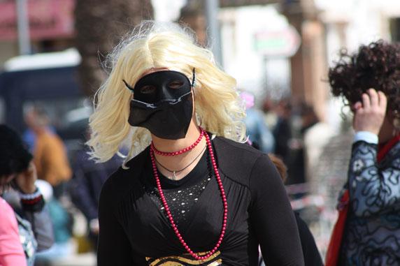 ...foliões mascarados...
