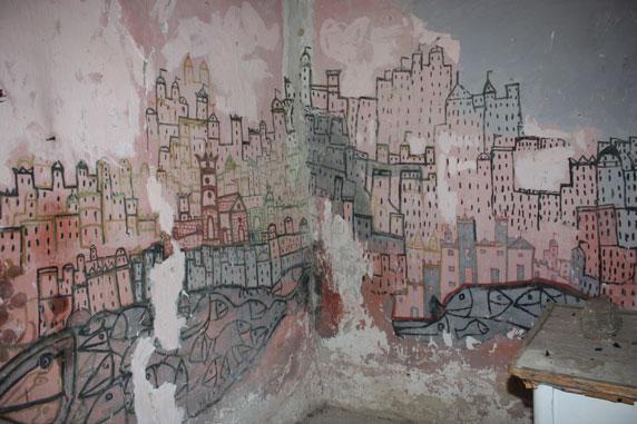 ...pinturas no interior da casa onde morou o escultor