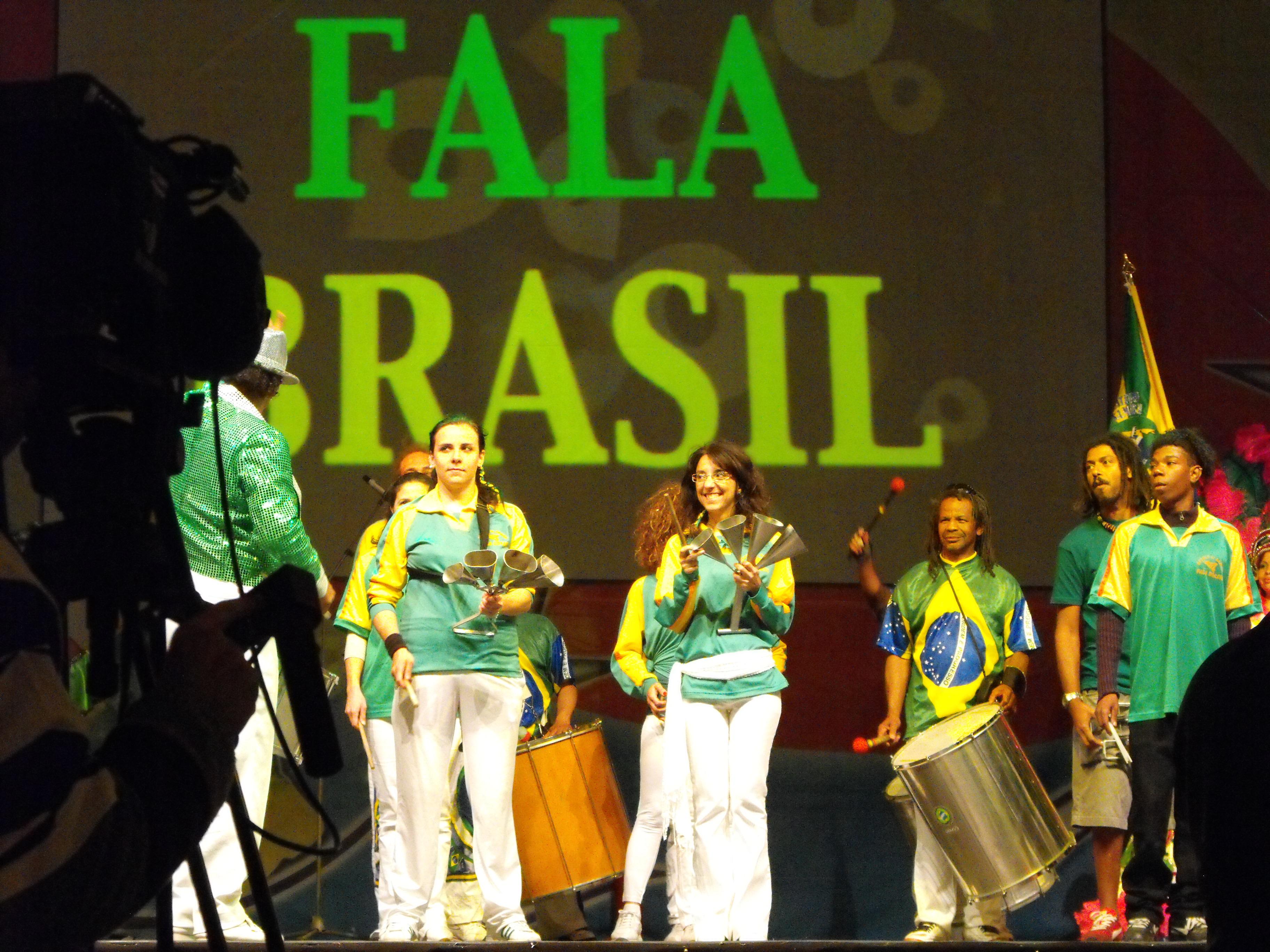 """Grupo brasileiro """"Fala Brasil"""""""