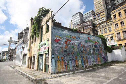 Painel do grafiteiro Kuza (EUA): um toque de beleza no cenário do Comércio