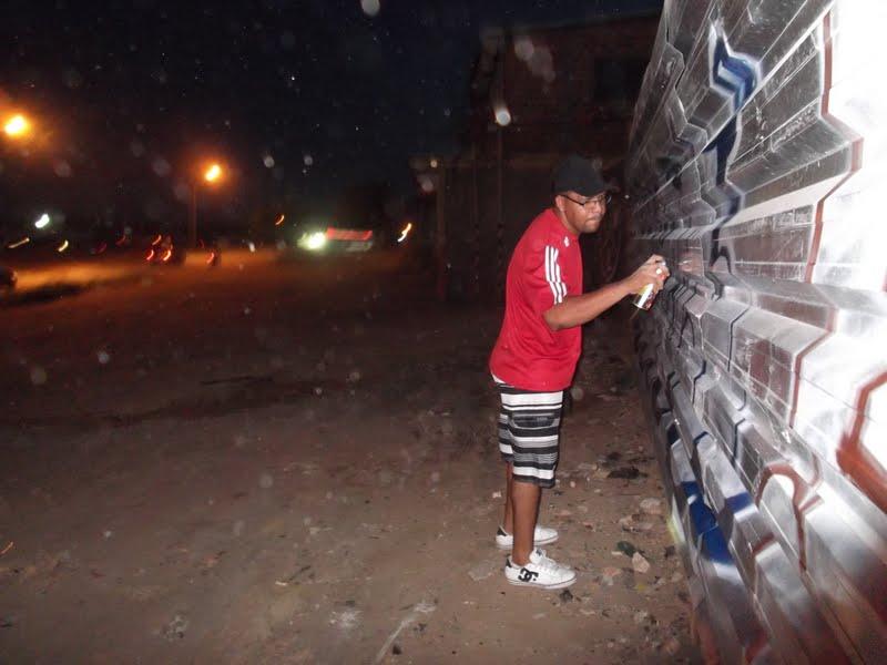 Grafiteiro Notem, em ação durante à noite