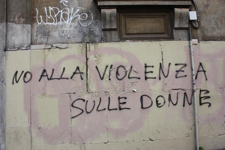 Famosos Frases e grafites chamam atenção para violência contra mulher  GO06
